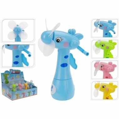 Blauwe waterspray ventilator giraffe 15 cm voor kinderen