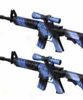 2x stuks kinder speelgoed verkleedwapens machinegeweren soldaten leger met geluid 39 cm