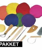 Boetseren klei pakket met gekleurde klei en gereedschap