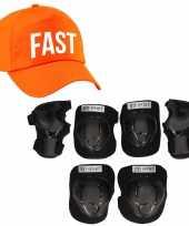 Set van valbescherming voor kinderen maat m 6 tot 8 jaar met een stoere fast pet oranje