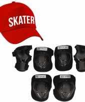 Set van valbescherming voor kinderen maat m 6 tot 8 jaar met een stoere skater pet rood